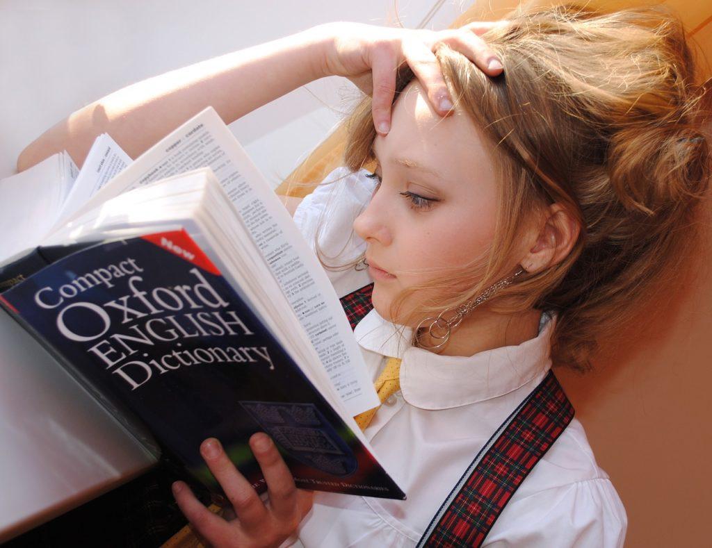 本を読むを女の子