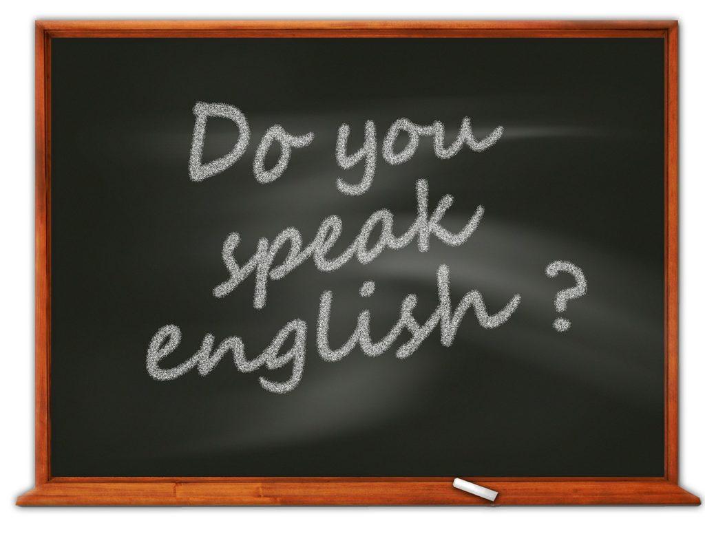 Do you speak Englishと書かれた黒板